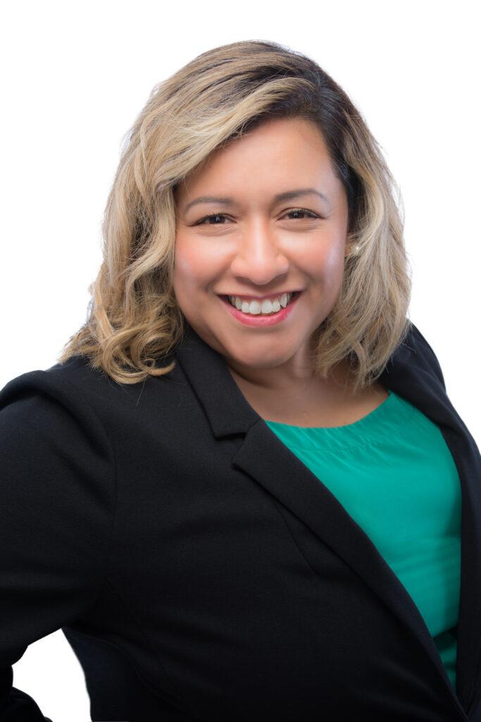 Rachel Flores Headshot